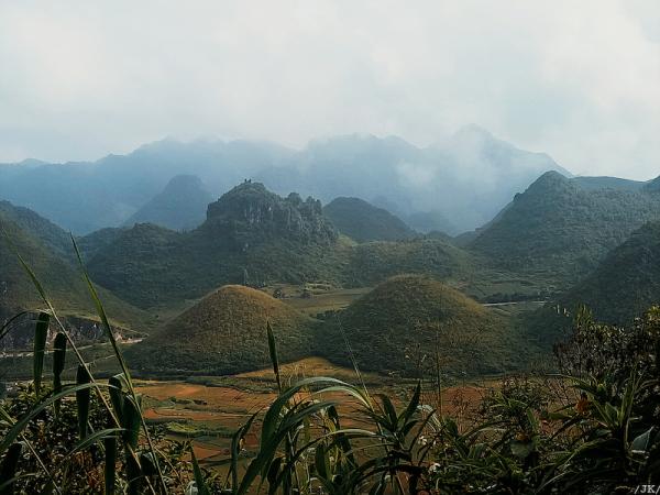 Núi đôi Quản Bạ 600x450 - Kinh nghiệm du lịch Hà Giang đầy đủ & chi tiết