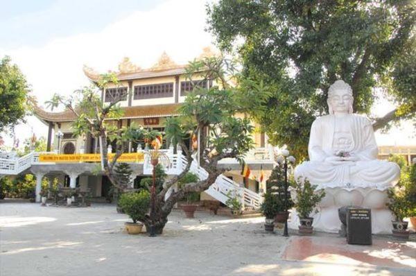 chua phap lam 600x398 - 10 địa điểm du lịch đà nẵng hấp dẫn nhất